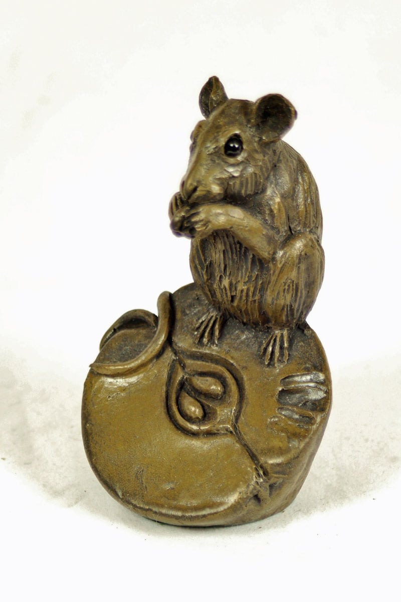bronze resin Mouse on half an apple - MOU-002