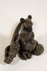 bronze resin Mouse with crackers