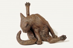 Cat, Cleaning round corners - ceramic clay sculpture